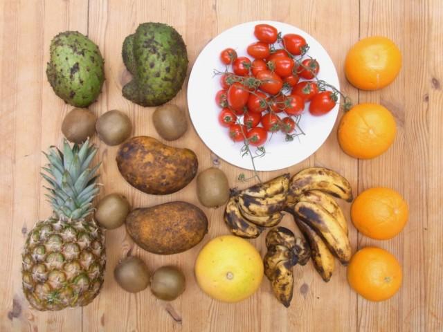 Auswahl_Fruechte_Kiwi_Ananas