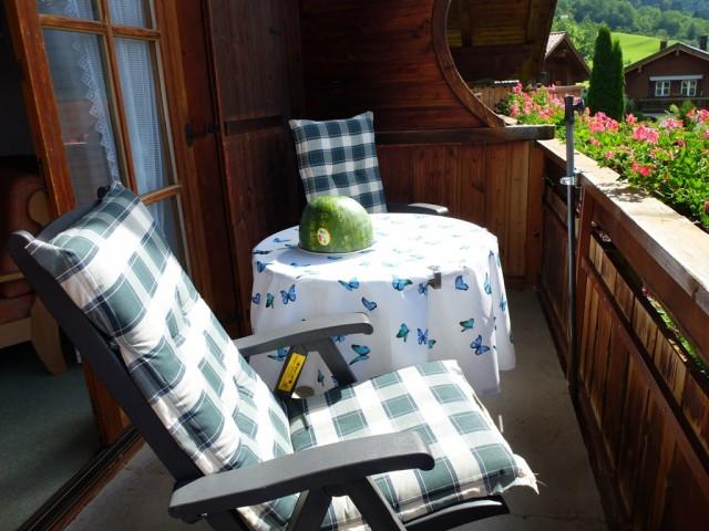 Fruehstueckstisch_auf_dem_Balkon