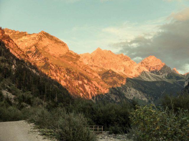 Berge_in_der_Abenddaemmerung_1