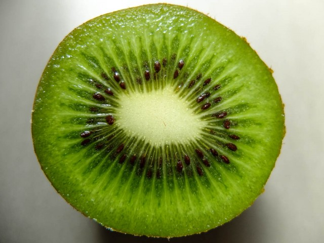 Kiwi_halbiert