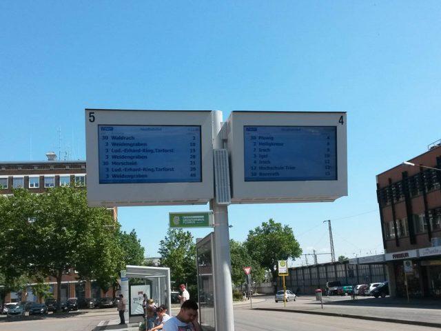 Trier_Bahnhof_Bushaltestelle_Anzeige
