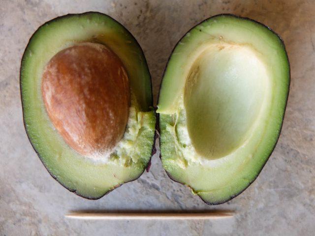 wilde_avocado_halbiert